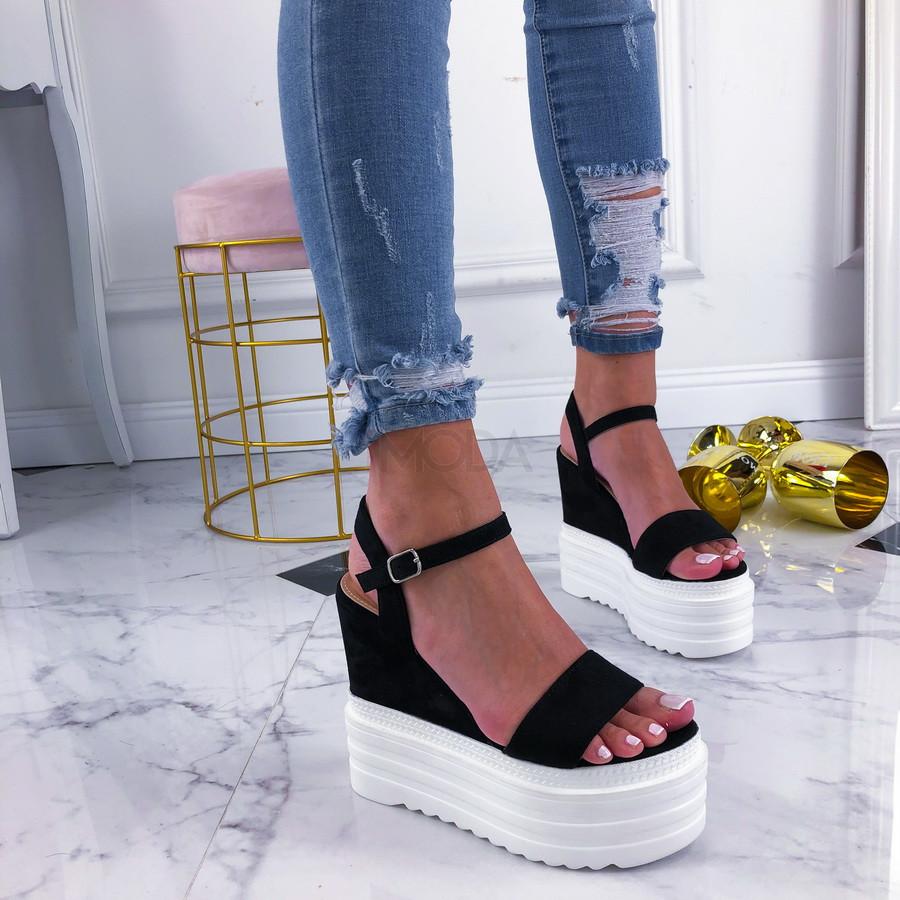 Čierne sandálky na platforme-210329-32