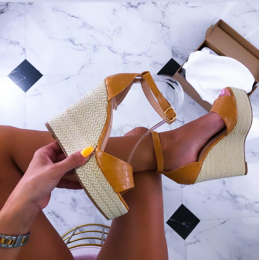 Béžové sandálky na platforme-211533-31