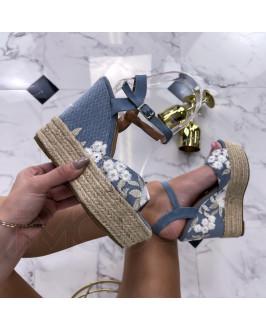 Modré kvetované sandále