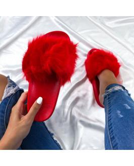 Červené  šľapky s kožušinkou