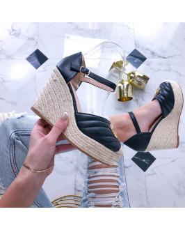 Čierne sandále na platforme